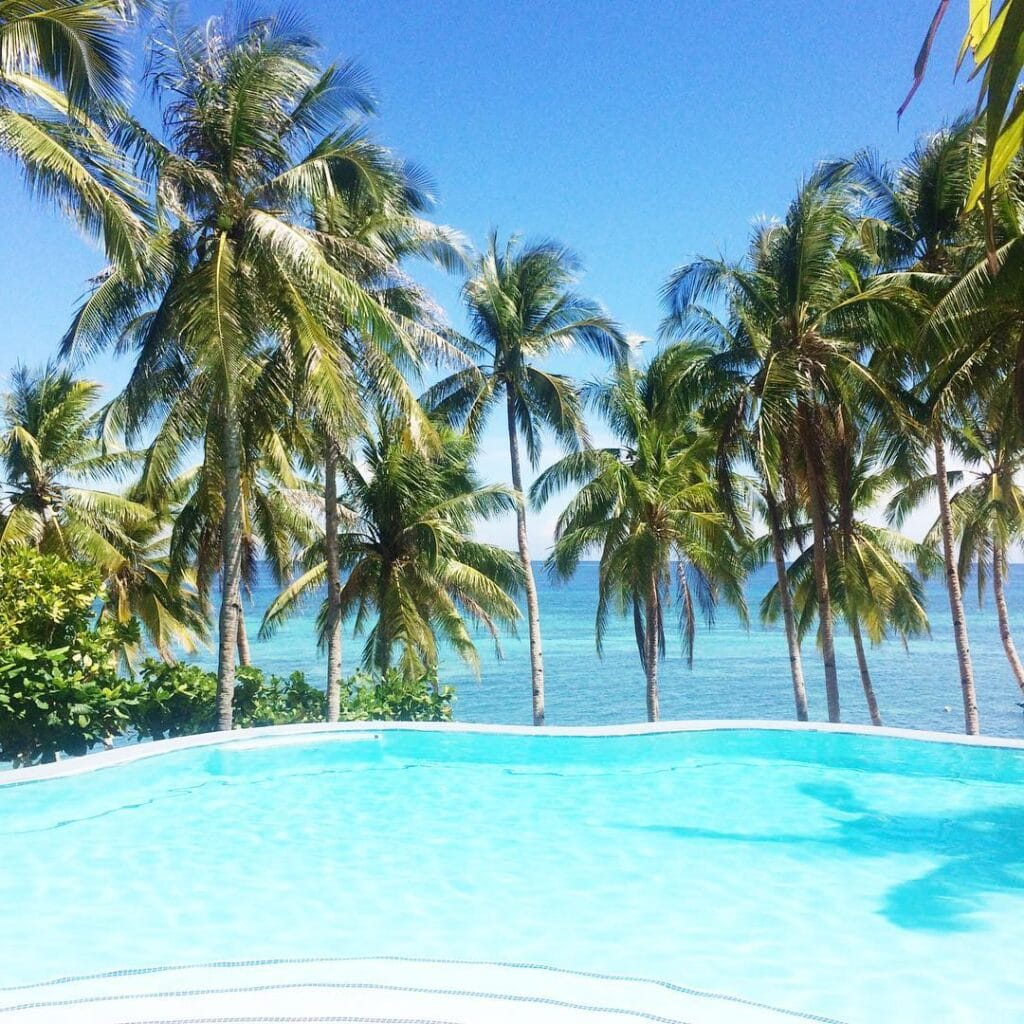 Infinity Pool des Anda White Beach Resorts