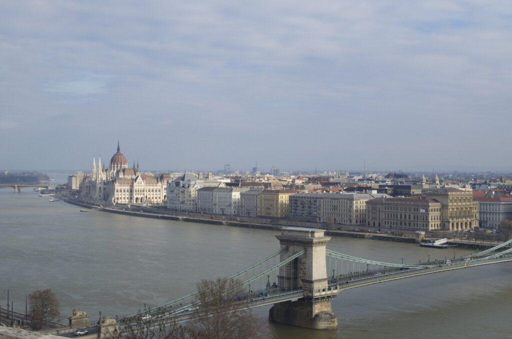 Donau und Parlament Budapest