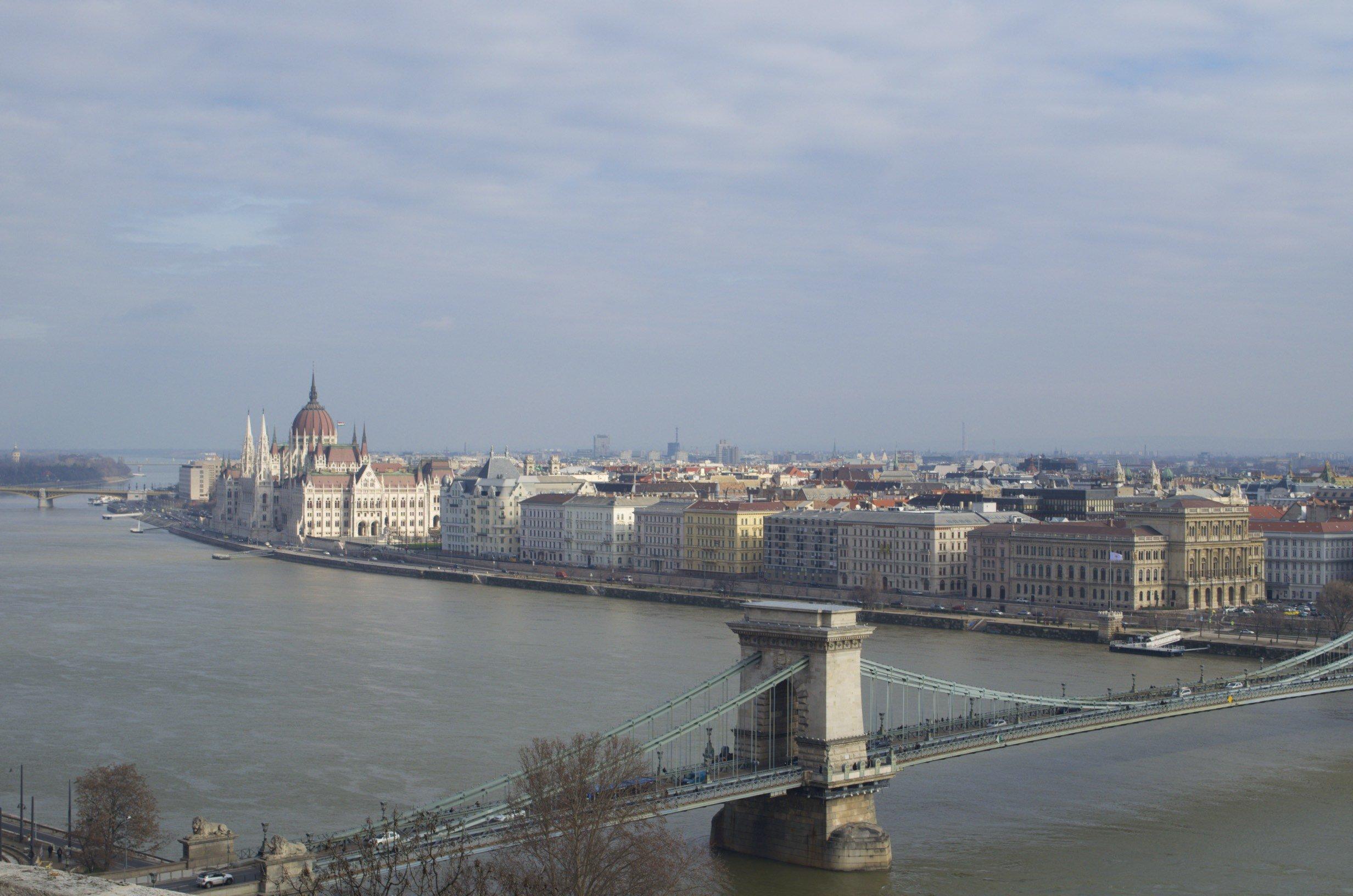 Donau und Parlament