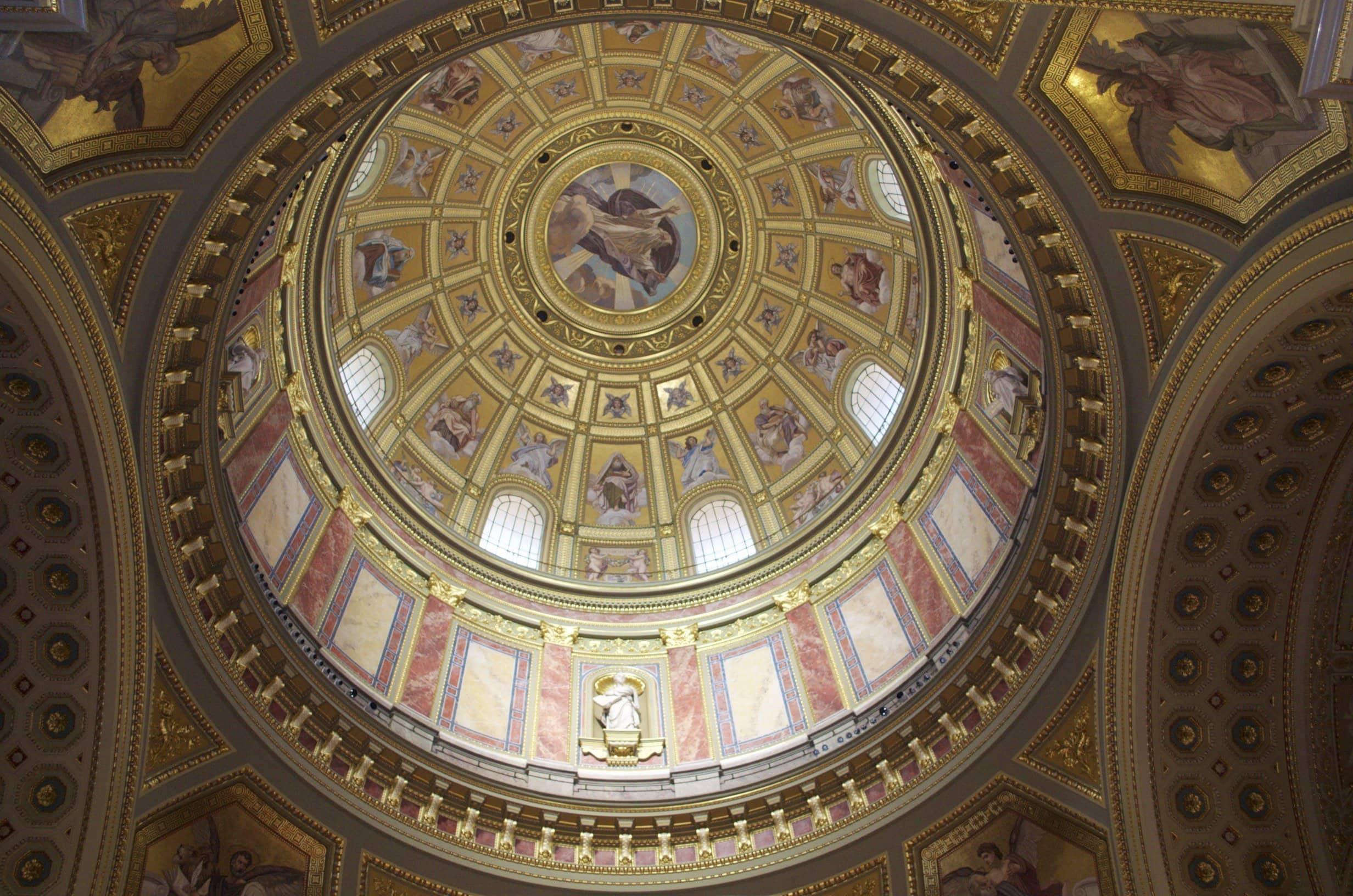 Kuppel der St. Stephans Basilica Budapest