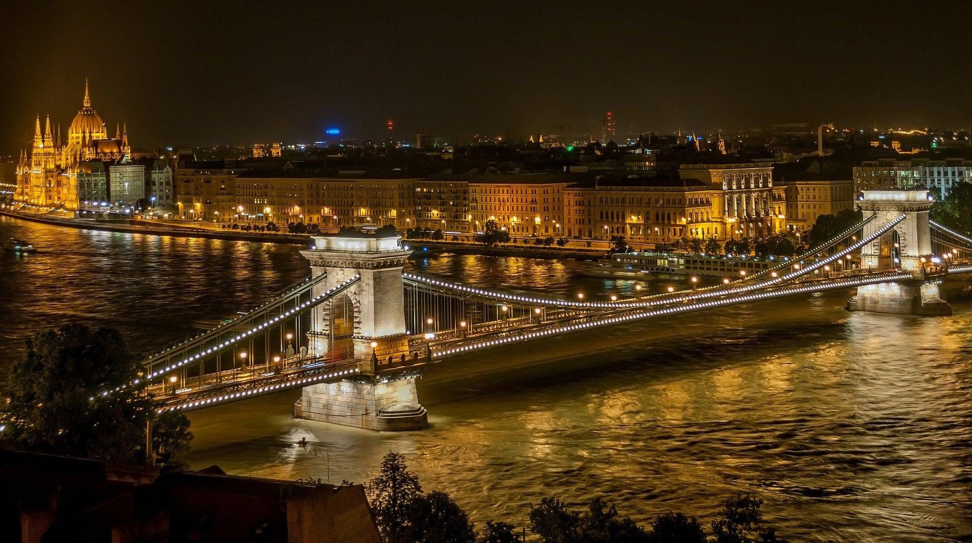 Kettenbürcke in Budapest bei Nacht
