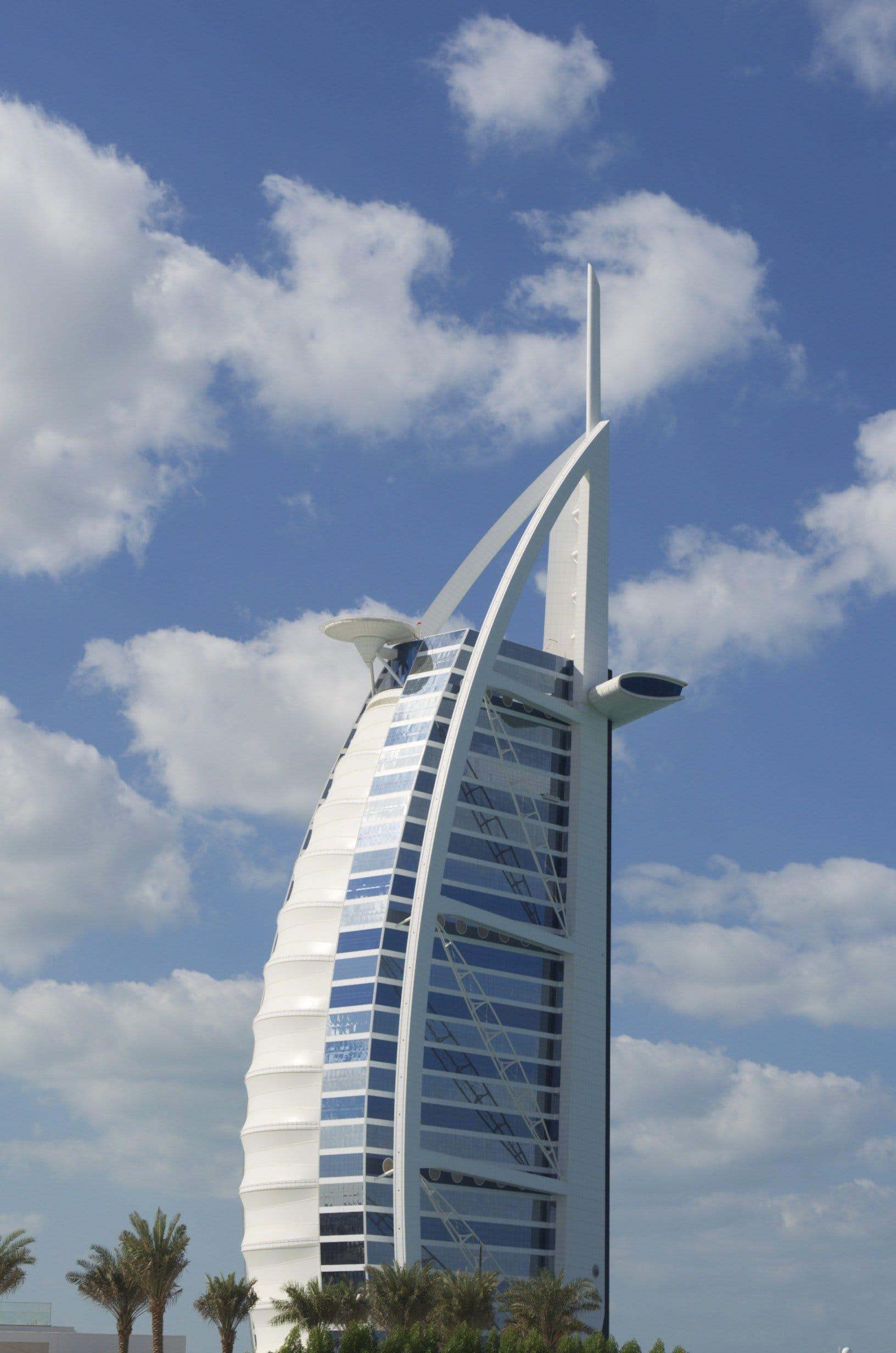 Hotel in Form eines Segels - der Burj al Arab in Dubai