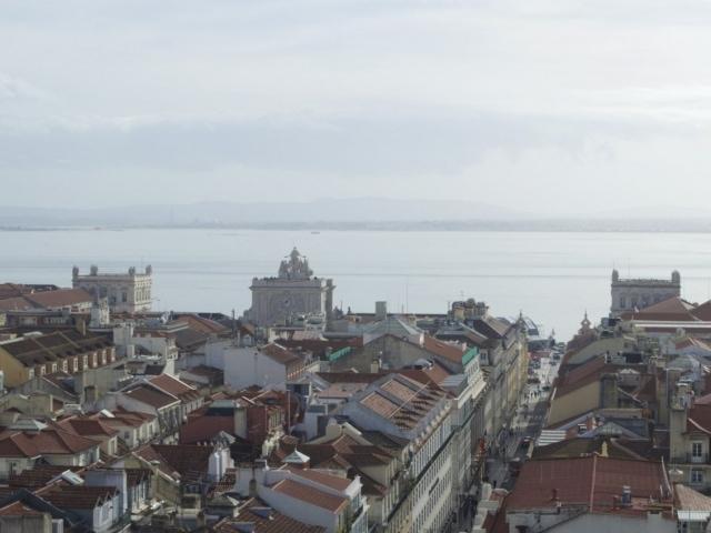 Blick über die Baixa von der Aussichtsplattform des Elevador de Santa Justa