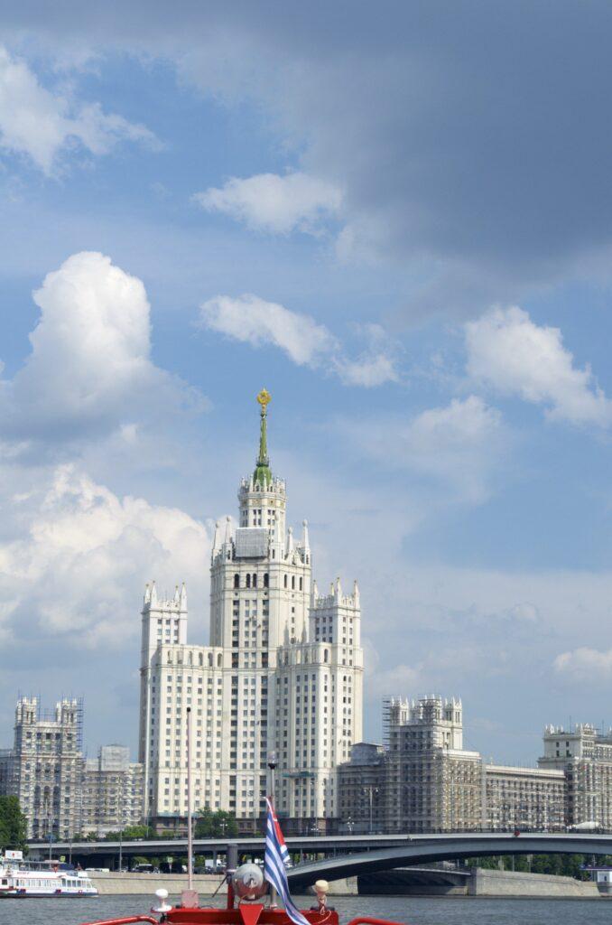 Appartementgebäude am Kudrinskaya Platz in Moskau