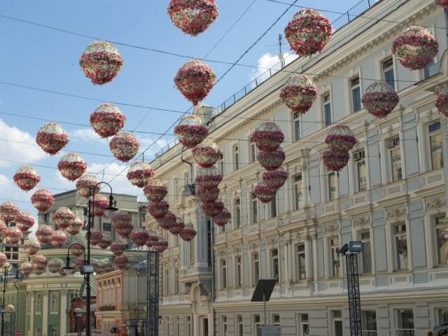 geschmückte Straßen in Moskau (Frühlingsfest)