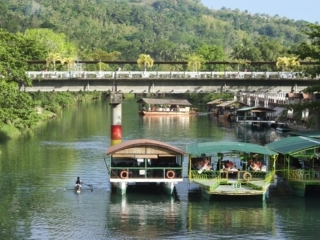 Boote am Loboc River
