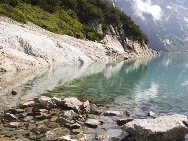 kristallklares Wasser des Gelmersees