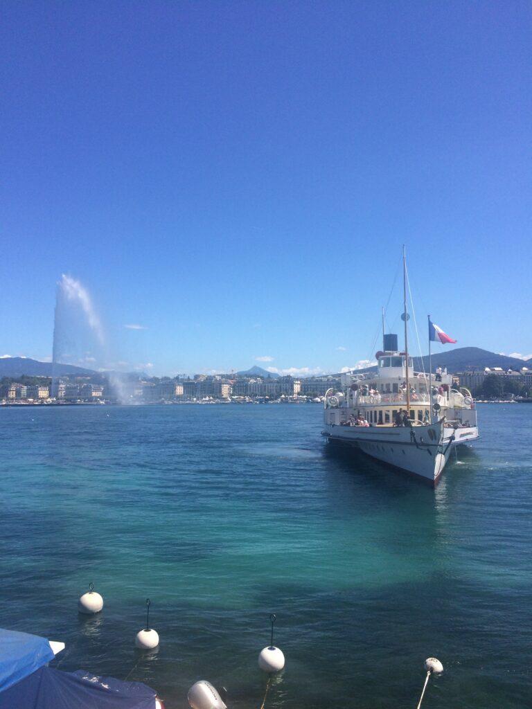 Geneva Lac Leman mit Jet d'eau und Dampfschiff