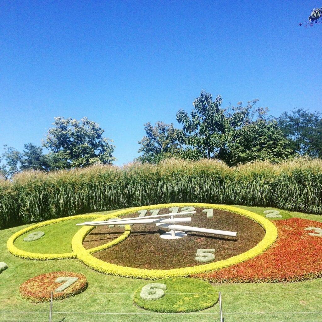 Blumenuhr im Jardin Anglais in Genf