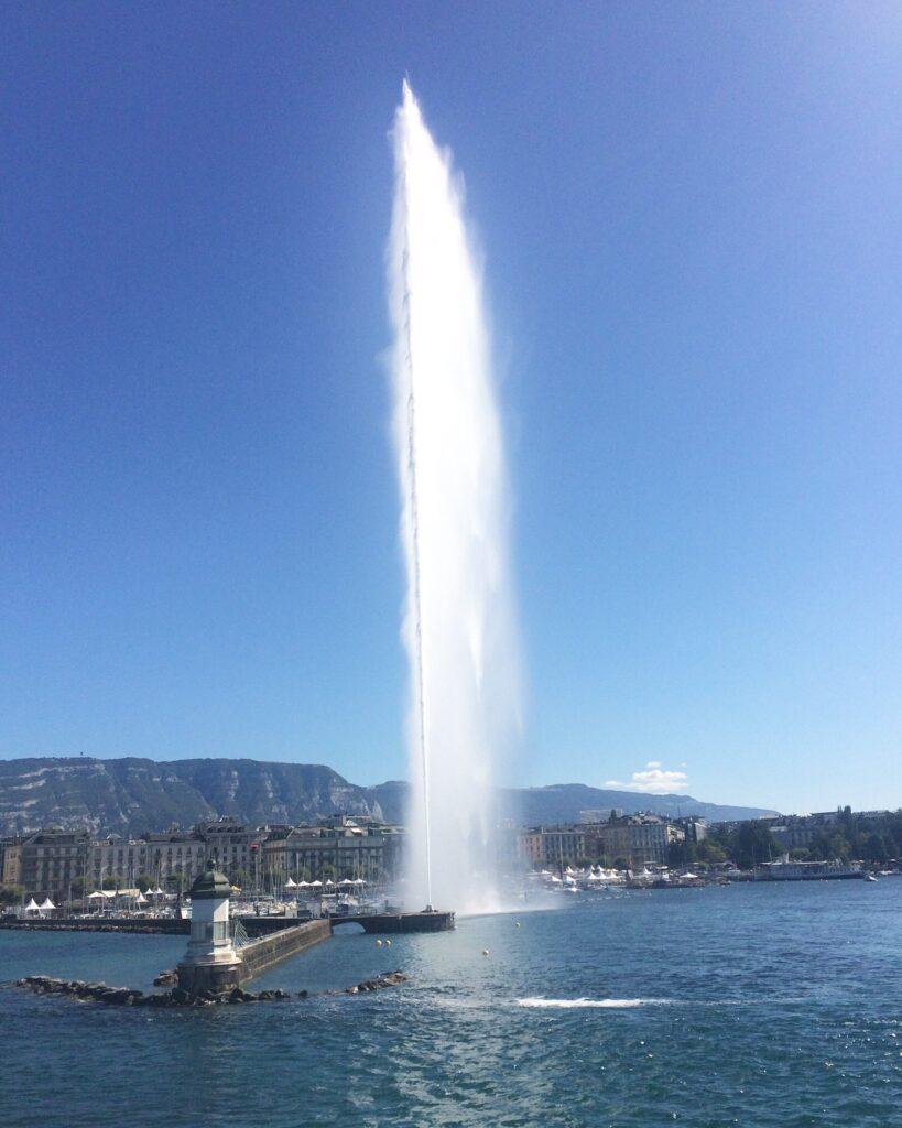Schifffahrt vorbei am Le Jet d'Eau Geneva