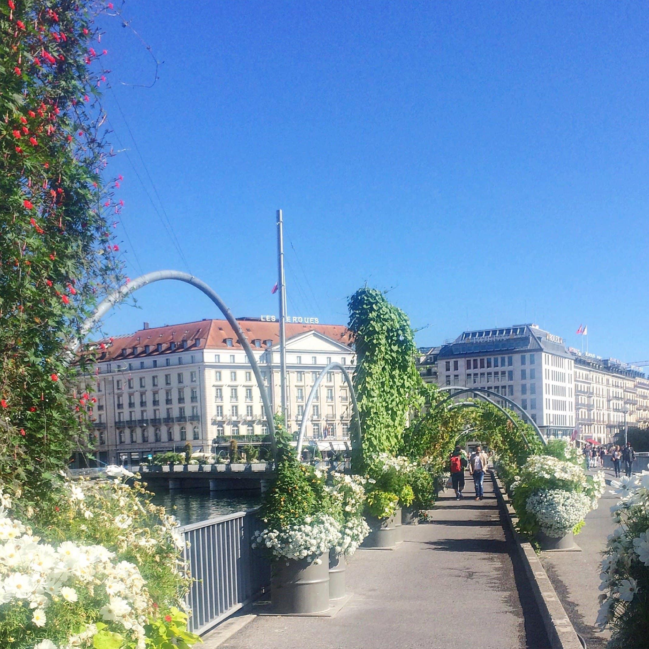 Ponte des Bergues mit Blick auf das Four Seasons Geneva