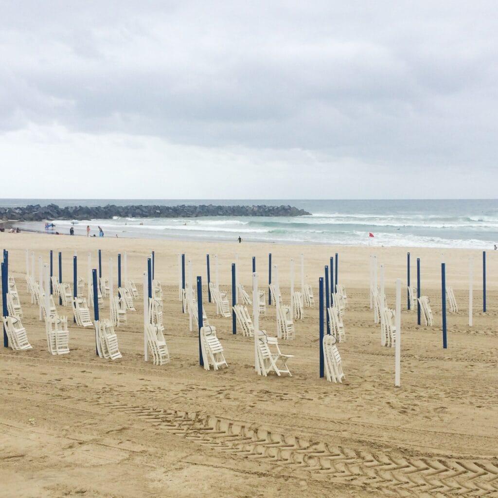 Die Sonnenschirme der Playa Zurriola bleiben heute zu