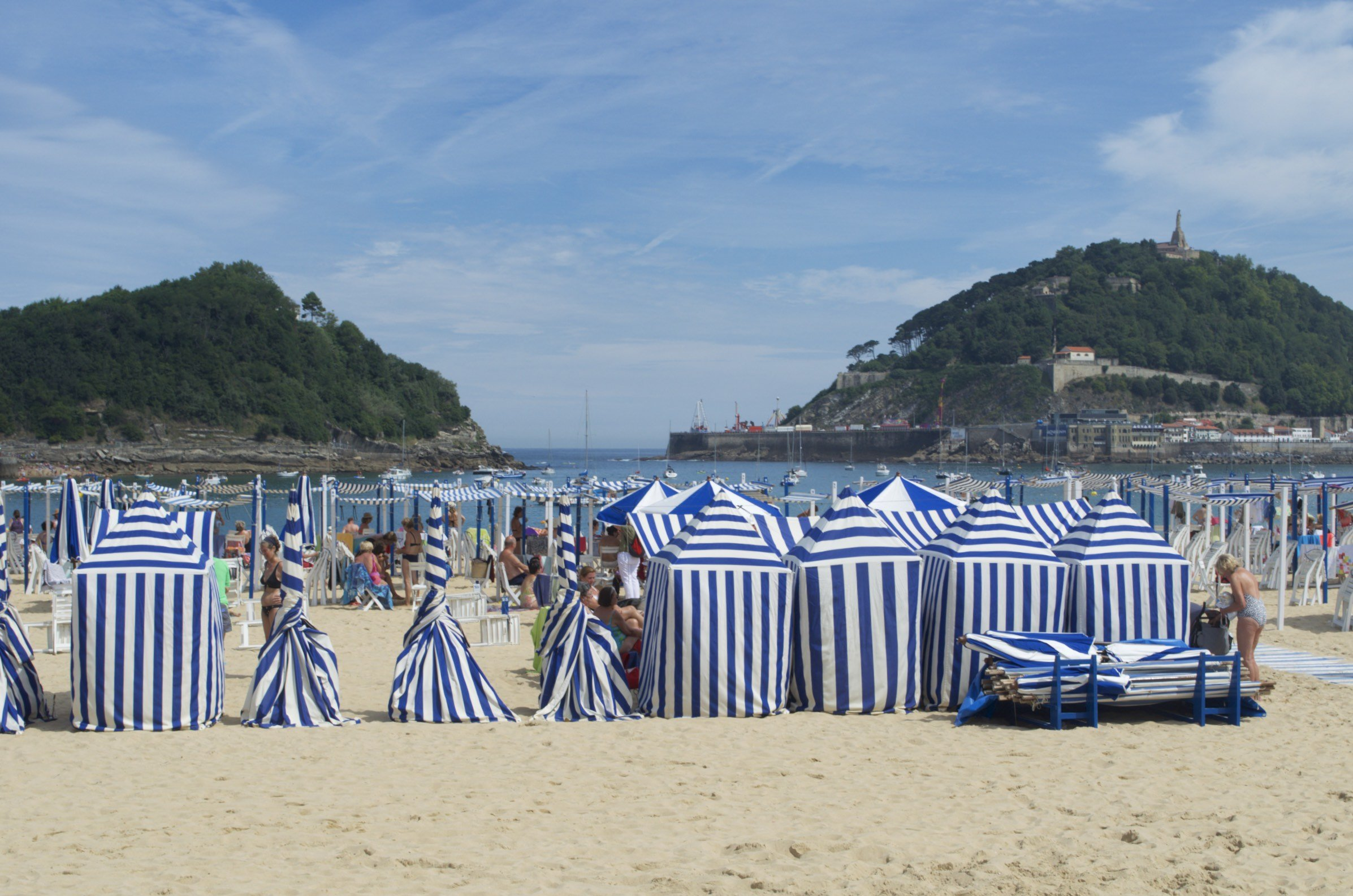 Sonnenzelte am Strand Playa de la Concha