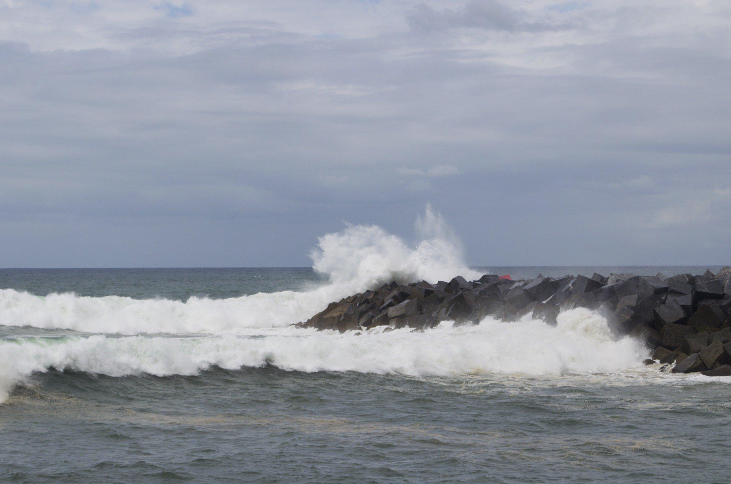 Wellenbrecher an der Playa Zurriola