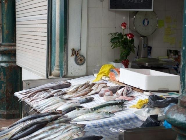 Taste Porto Food Tour Fischstand am Bolhao Markt