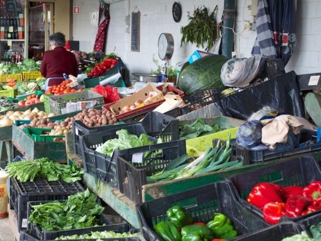 Gemüsestand am Bolhao Markt während der Taste of Porto Food Tour