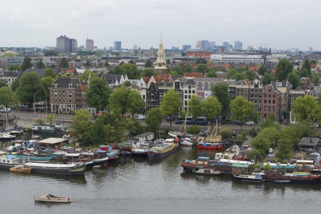 Blick über den Hafen von Amsterdam von der Stadtbibliothek