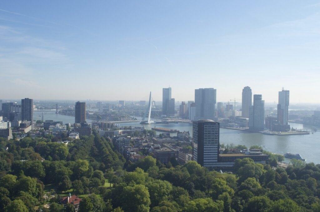 Skyline Rotterdam mit Erasmusbrug vom Euromast aus gesehen