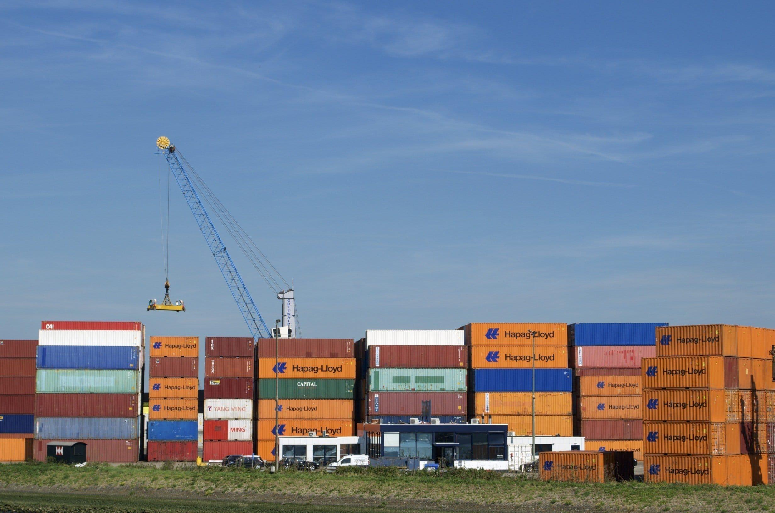 Container im Rotterdamer Hafen