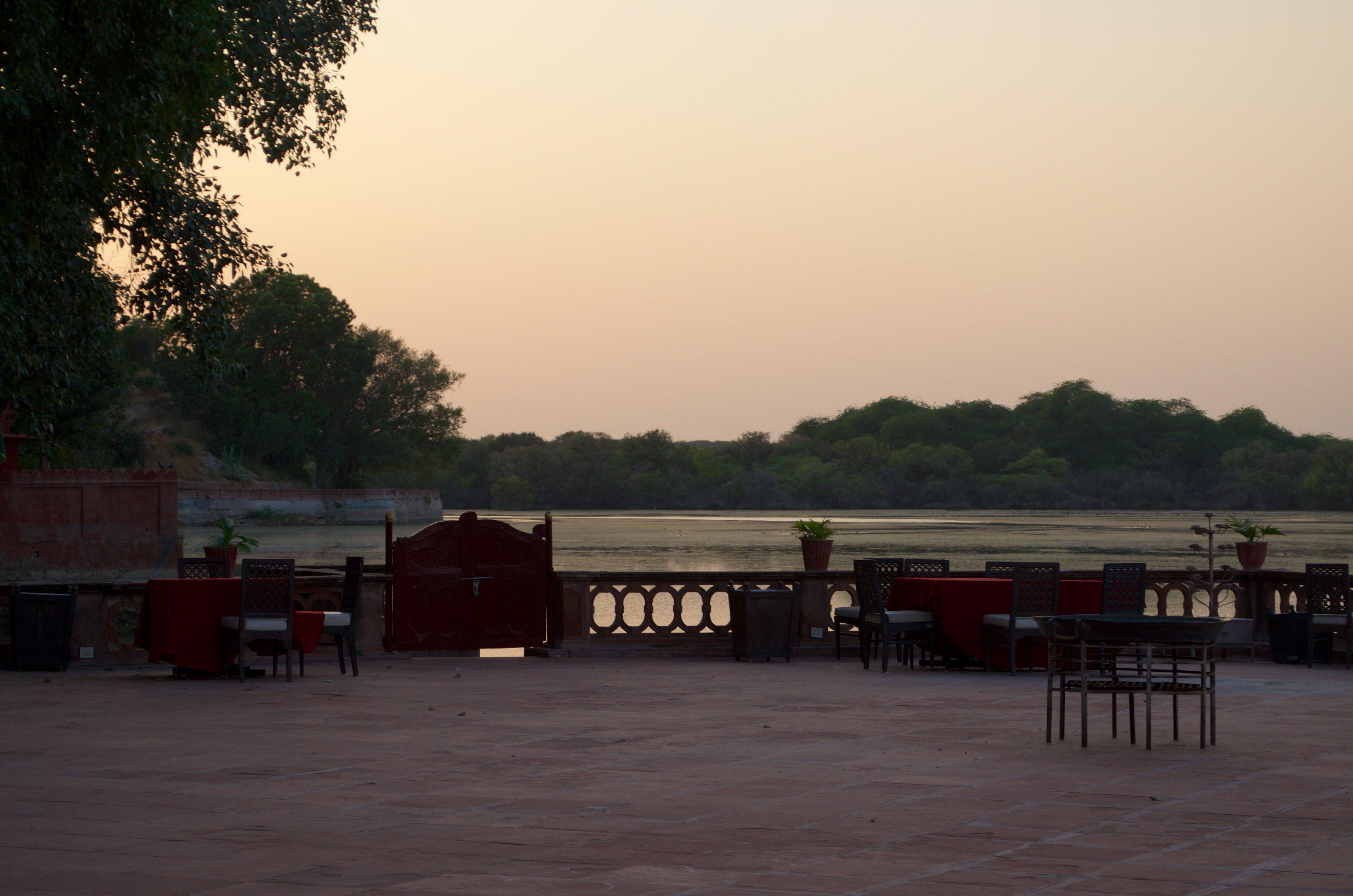 Abendstimmung auf der Terrasse des Ganjer Palace Hotels