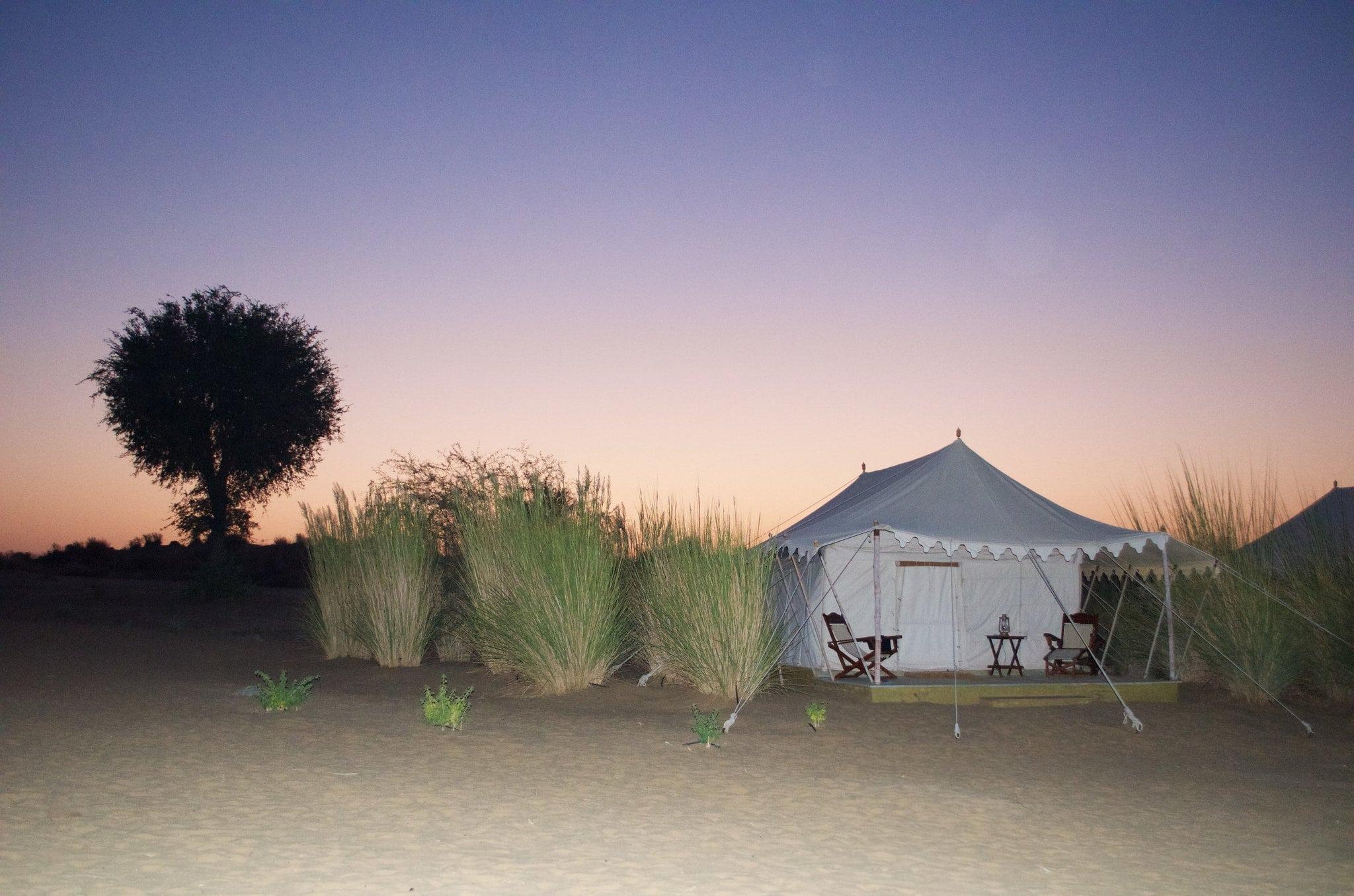 Sonnenaufgang im Manvar Desert Camp