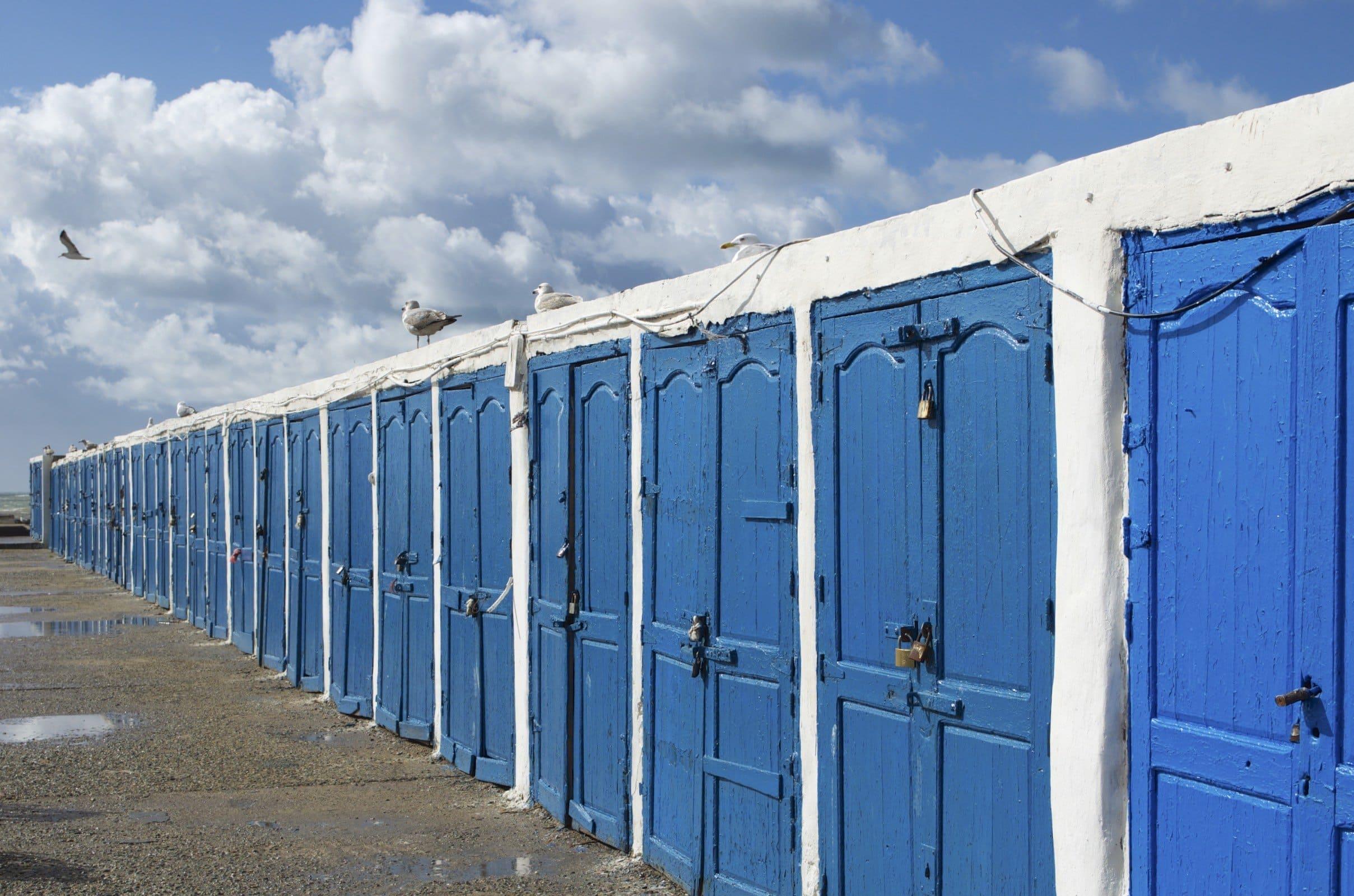 Blaue Türen im Hafen von Essaouira