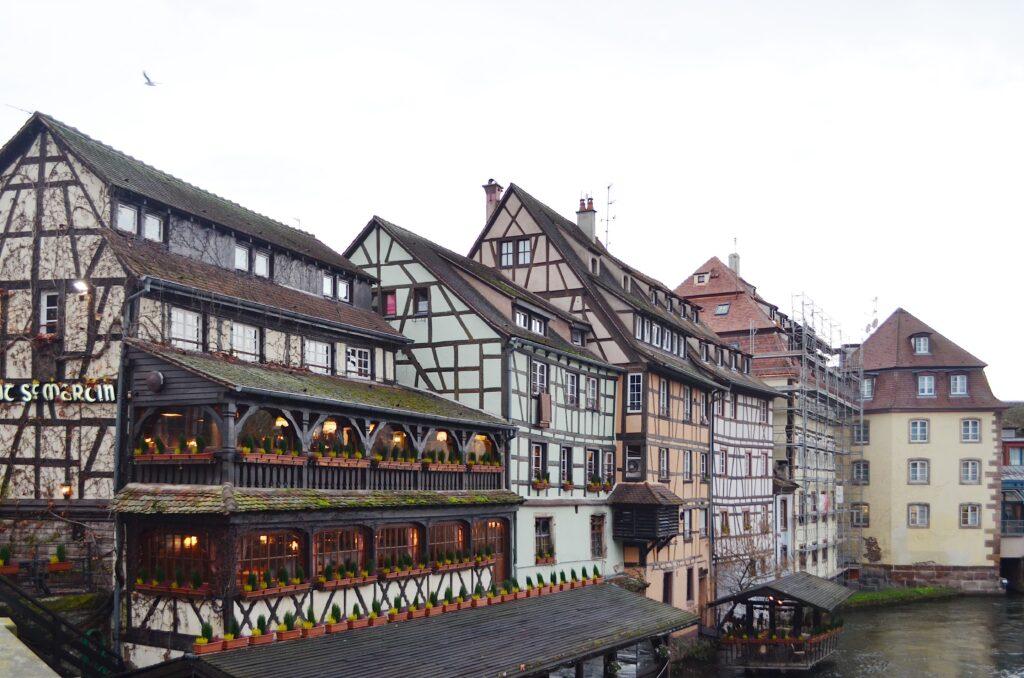 Häuser und Kanäle in Straßburg Klein Frankreich