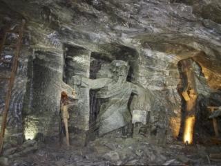 Skulpturen im Salzbergwerk Wieliczka bei Krakau