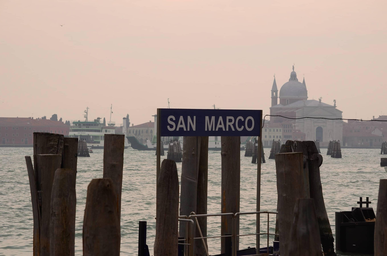 Anleger San Marco Karneval in Venedig