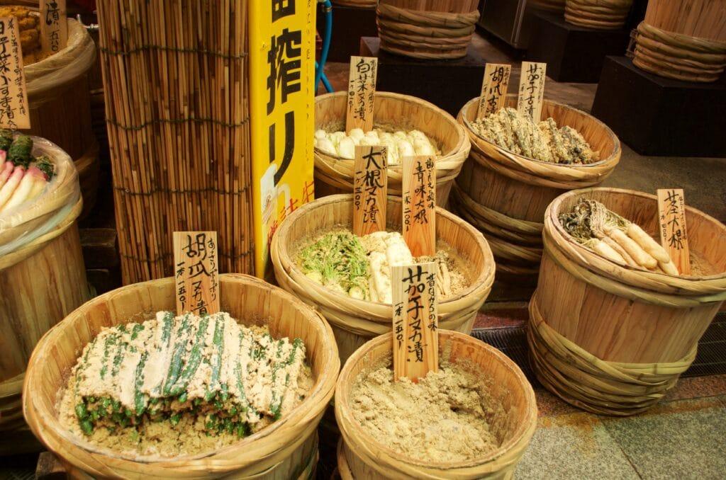 eingelegtes Gemüse am Nikishi Markt in Kyoto