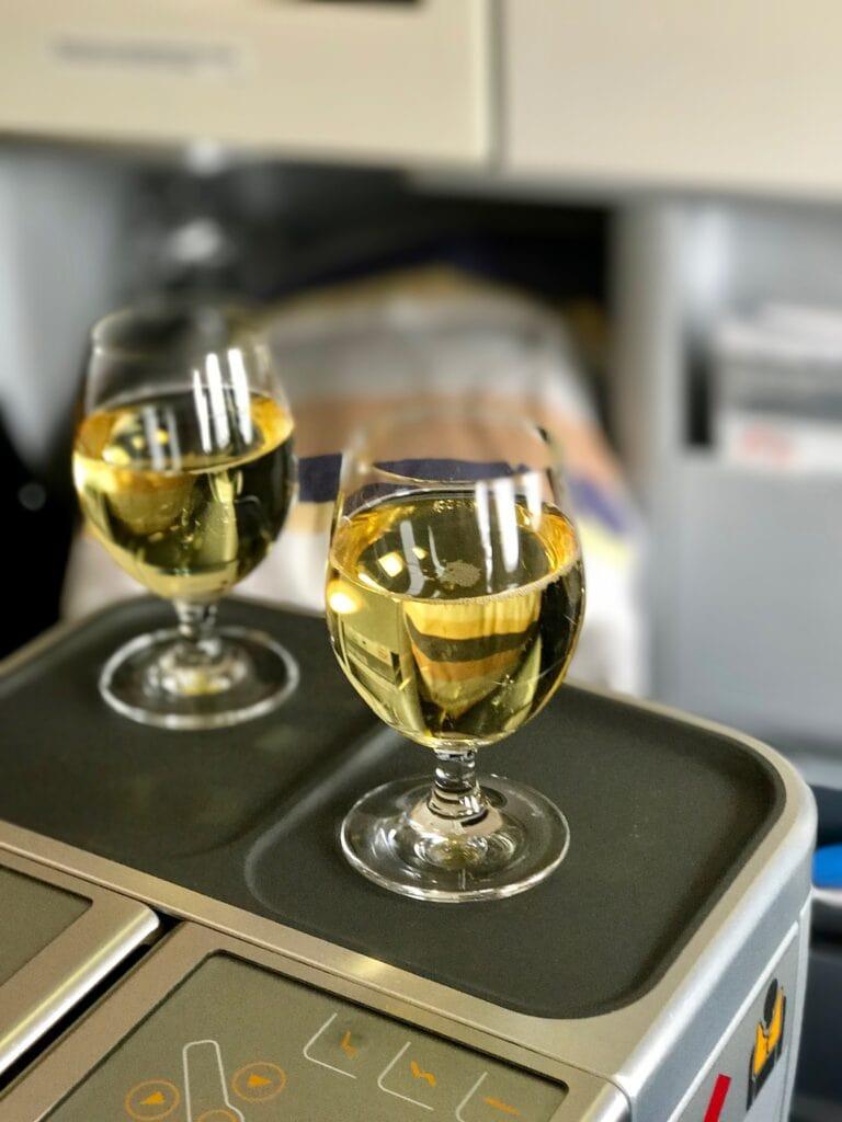 Aperitif in der Business Class von Lufthansa