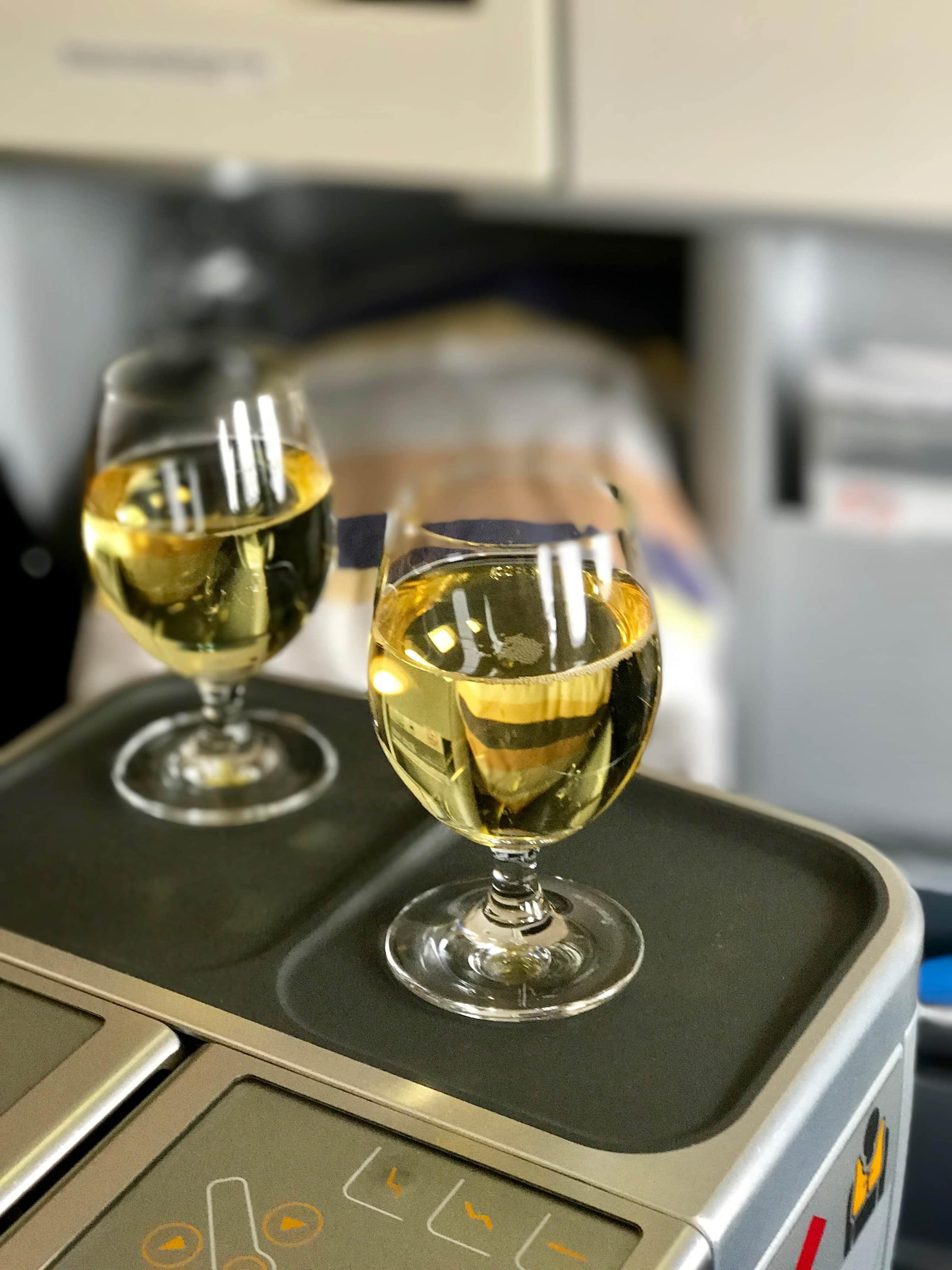 Aperitif in der Business Class von Lufthansa