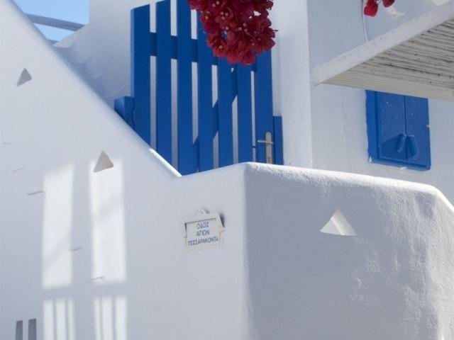 Mykonos: weiß, blau und Bougainvillea