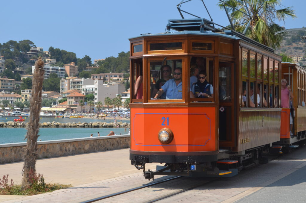 organge Tram in Port de Sóller
