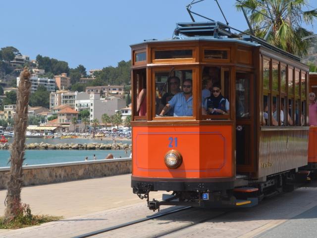 organge Tram in Port de Sóller