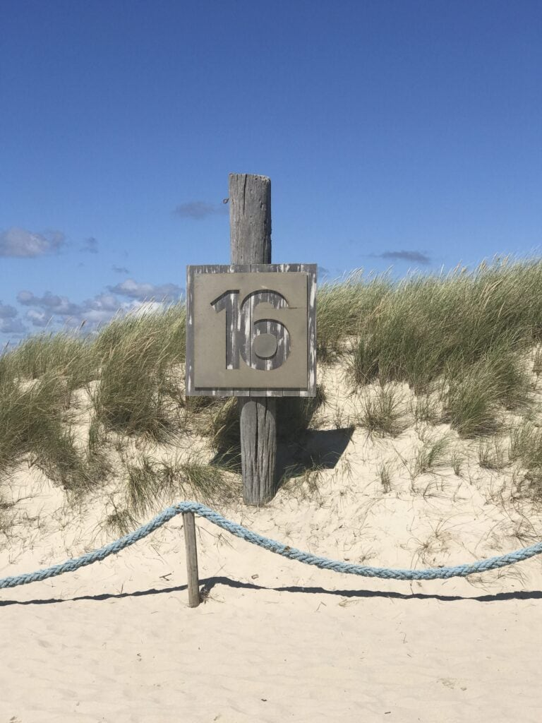 Schild Buhne 16 am Strand