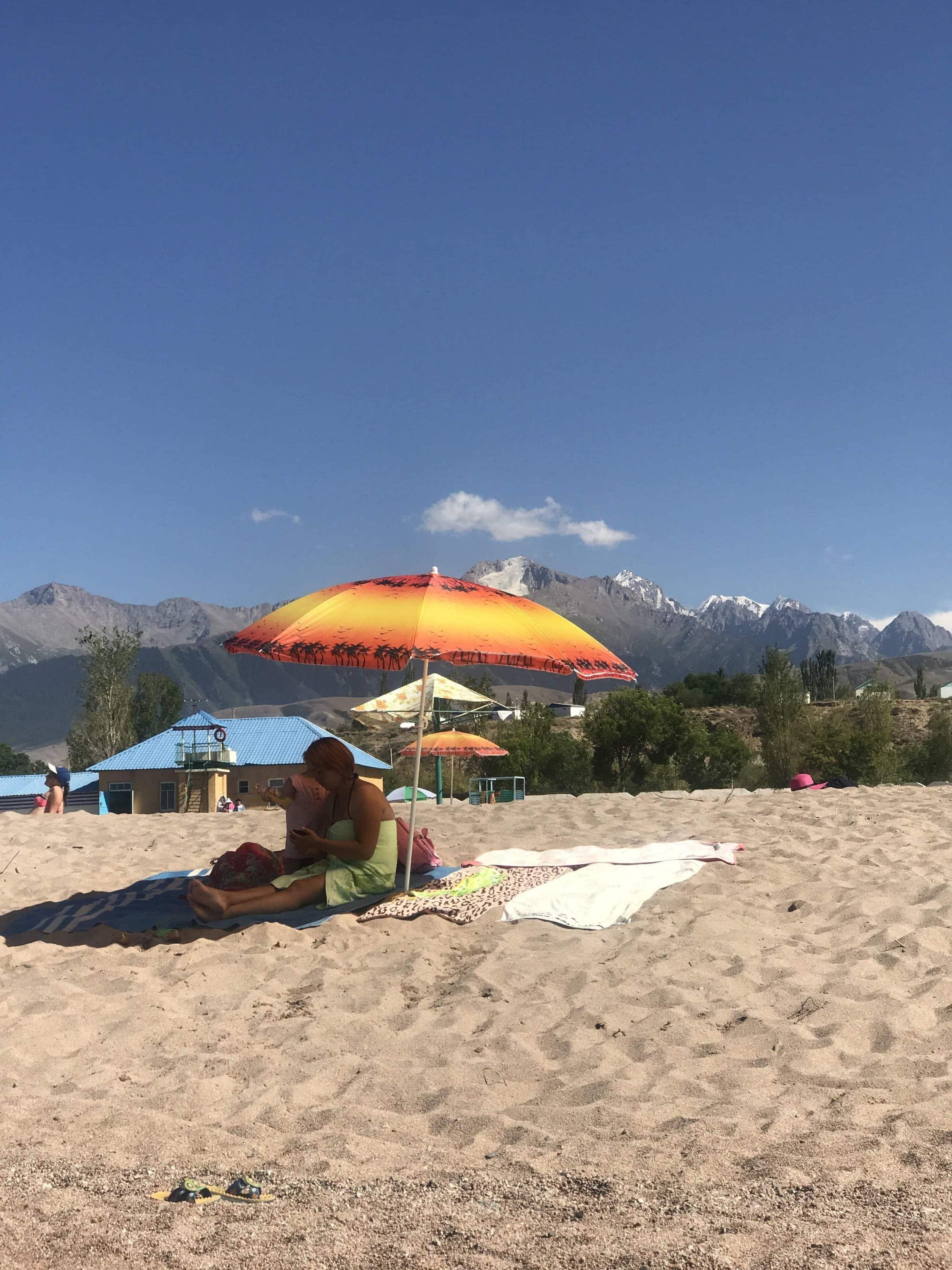 Strand am Südufer des Issyk-Kul Kirgisistan