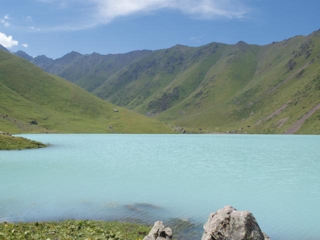 türkisgrüner Bergsee Kel-Tor Kirgisistan