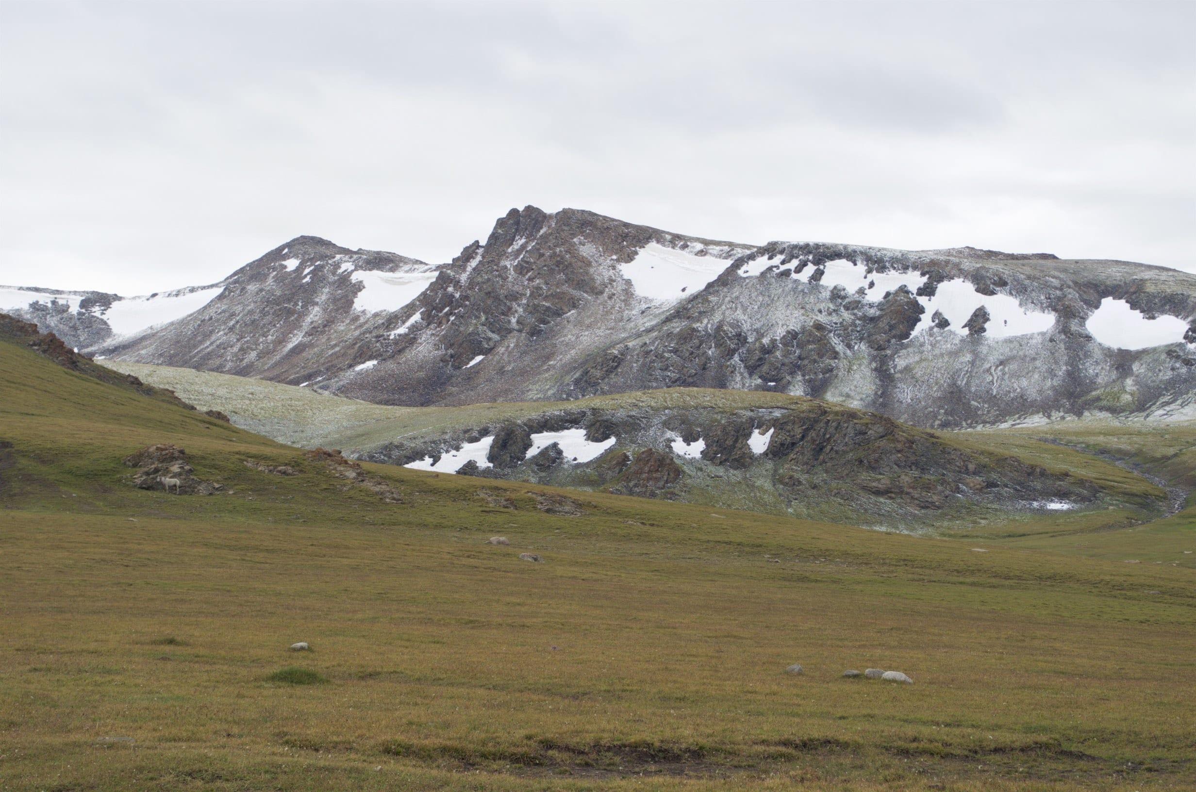 Schnee am Kalmak-Ashuu-Pass