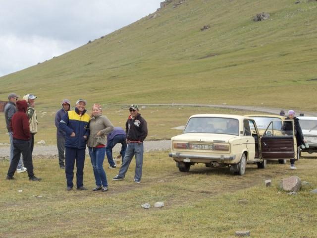 Kirgisen posieren für ein Foto Kalmak-Ashuu-Pass