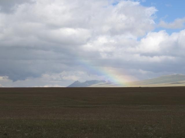 Regen, Sonne und Regenbogen am Songköl