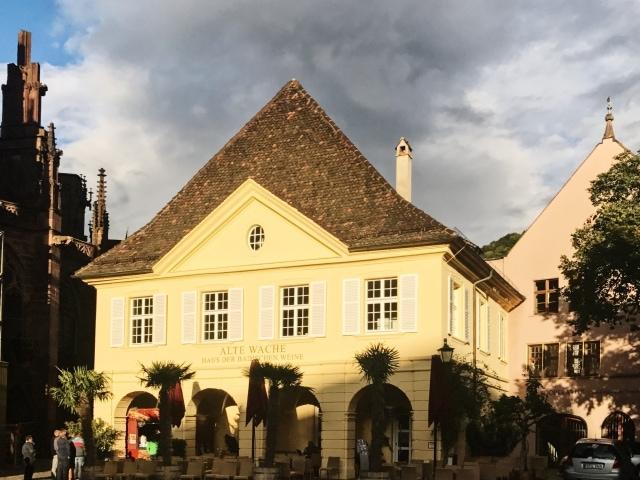 Münsterplatz Freiburg mit der Alten Wache