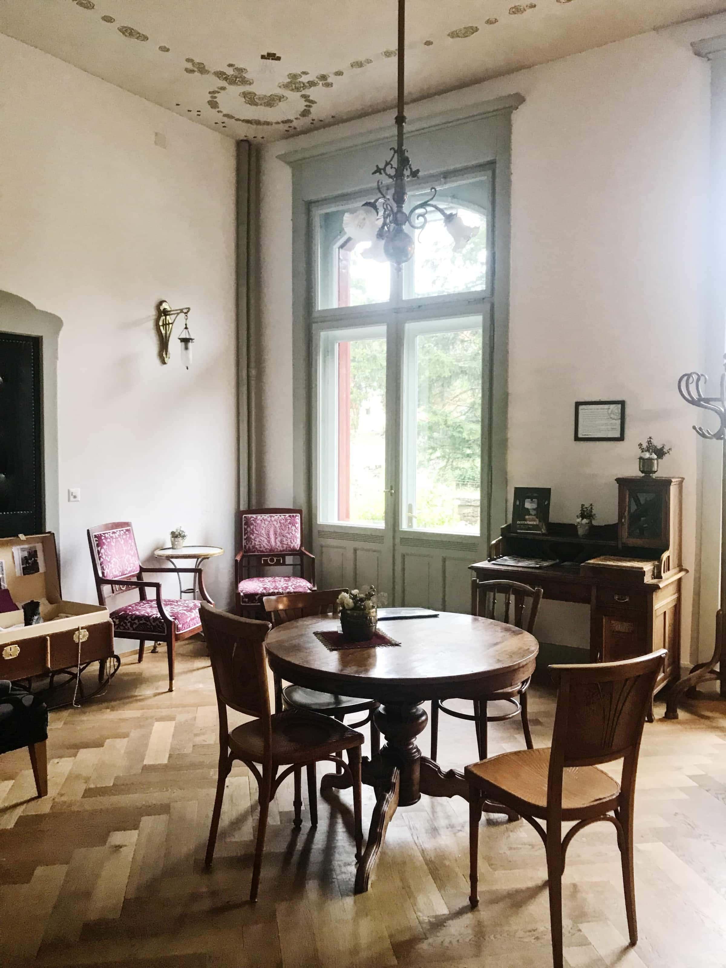 Bibliothek im Jugendstil-Hotel