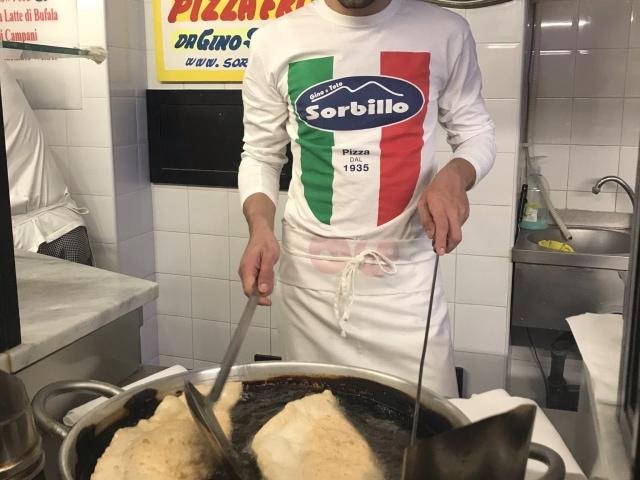 Best of Naples Foodtour frittierte Pizza