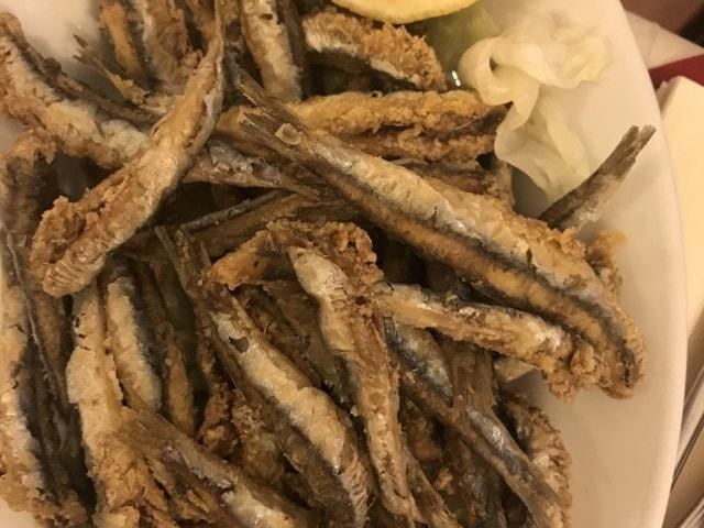 Frittierte Sardinen in der Trattoria La Campagnola (Best of Naples Foodtour)