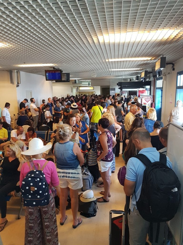 Abflughalle am Santorini Airport