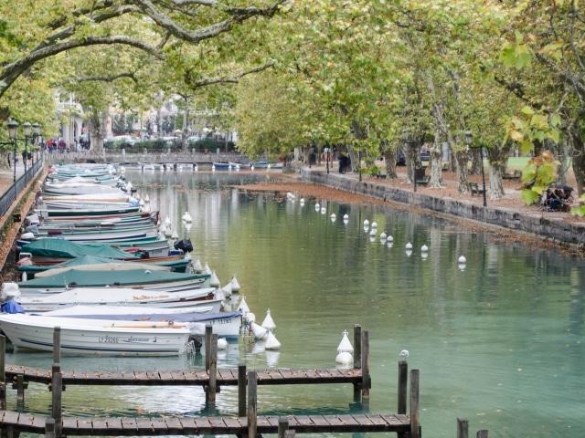 Annecy Boote am Canal du Vassé