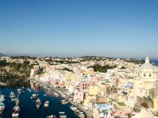 Procida Marina di Corricella und Blick über die Insel