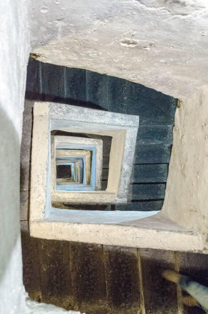 40 Meter in den Untergrund von Neapel