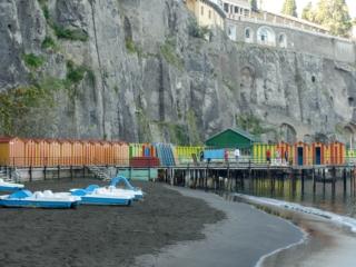Strand von Sorrent zur Nachsaison